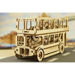 Puidust liikuv Londoni buss
